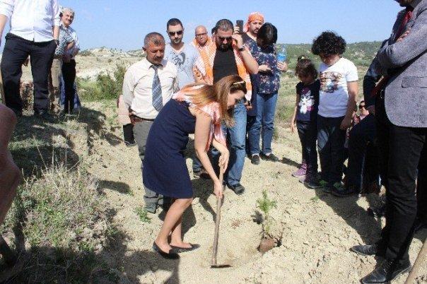 azerbaycan-milletvekili-ganire-pasayeva-hocali-hatira-ormanina-fidan