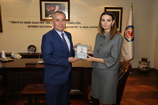 Azeri Milletvekili Paşayeva'dan Başakan Zolan'a ziyaret (4)